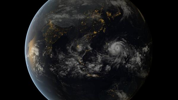 Yahoo News (@YahooNews): Typhoon #Haiyan is shaping up to be one of the most-powerful storms ever recorded in history http://t.co/rJUp8DK7ni