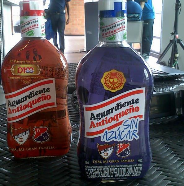 RT @AlRojoVivoDIM: Así lucen las nuevas botellas de aguardiente tapa roja y azul. #GRACIASFLA http://t.co/1yZe5p7C8j