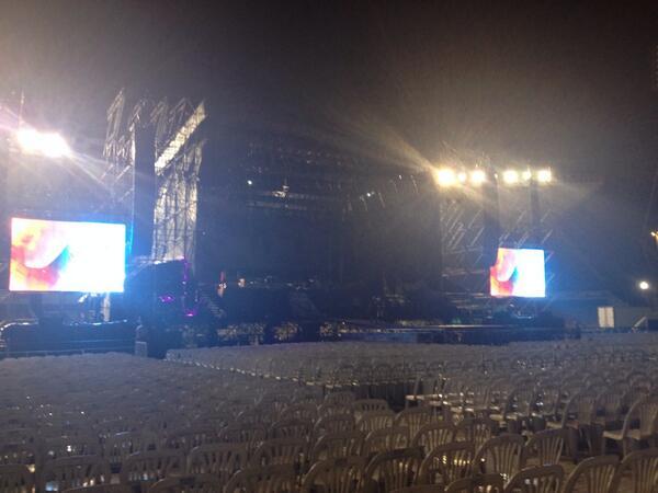 jose palazzo (@josedpalazzo): El escenario y sus pantallas permite ver de todos lados http://t.co/8Fb4XSH81Z