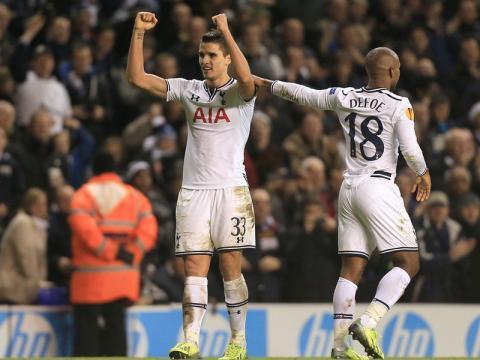 BYiY5gOCMAAYcx  Erik Lamelas brilliant trickery to win Spurs penalty v Sheriff [GIFs]