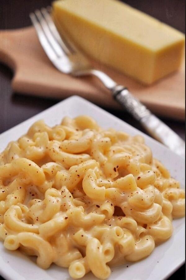 """@FoodPornsx: Mac and Cheese :) http://t.co/DPJOOFZVo0"" < เมืองไทยจะไปหาแมคแอนชีสกินที่ไหนล่ะ"