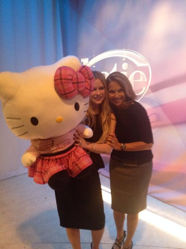 Katie  (@KatieShow): Guys, it's not complicated @AvrilLavigne is on #Katie today! Sneak peek: http://t.co/JQMCQrn72T http://t.co/m0fQSNZ5Xi