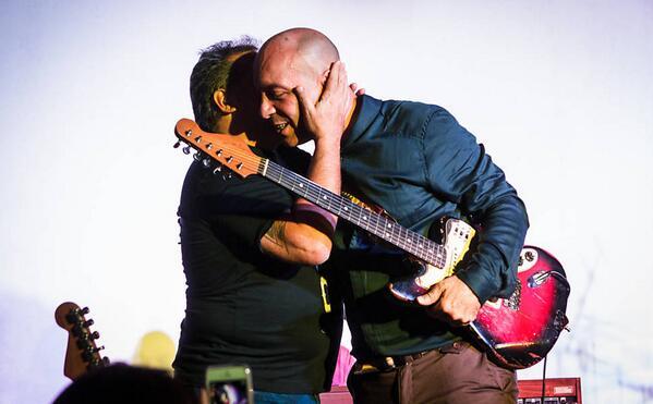 #IRA Nasi e Scandurra dão abraço no show em São Paulo, depois de seis anos sem se falarem http://t.co/ZfUHEc2olL