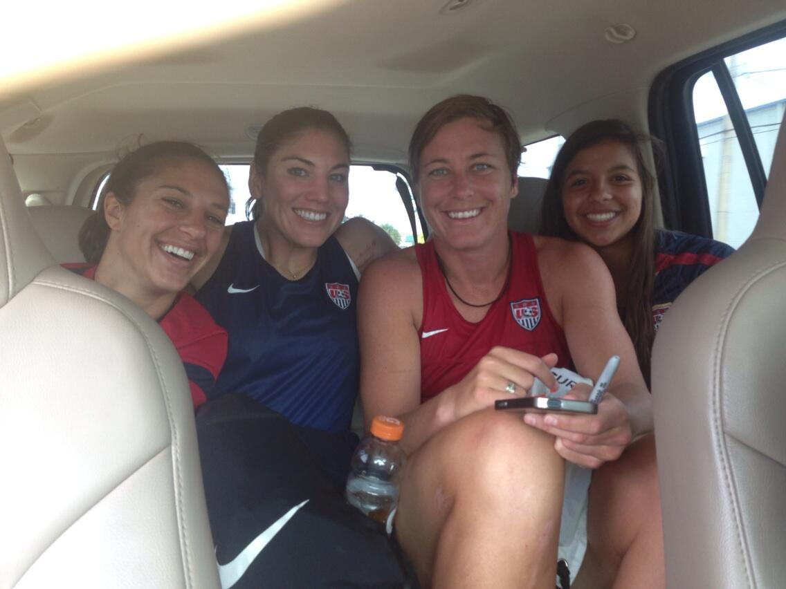 RT @hopesolo: What happens when your bus breaks down? Just catch a ride from our dedicated fans! @carlilloyd @abbywambach http://t.co/wqPzemy7KI
