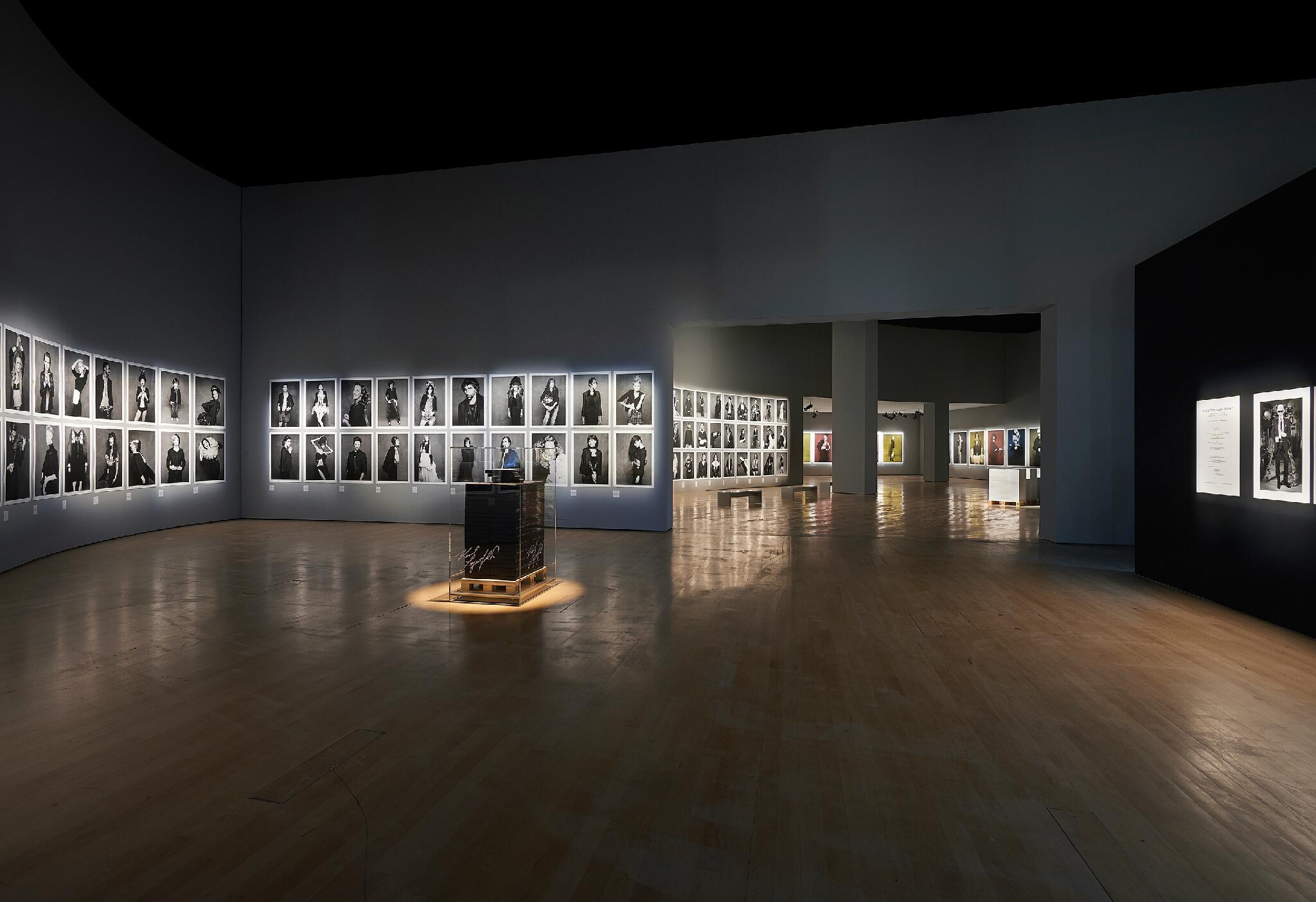 Singapore will host #thelittleblackjacket CHANEL exhibition through January 1st http://t.co/u6xQ3Ba8x8