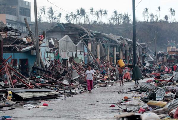 Yahoo News (@YahooNews): Philippines devastation: Typhoon fatalities could hit 10,000 in one city alone (AP Photo): http://t.co/eVWykjeeBb http://t.co/Xq5Fgm5EyE