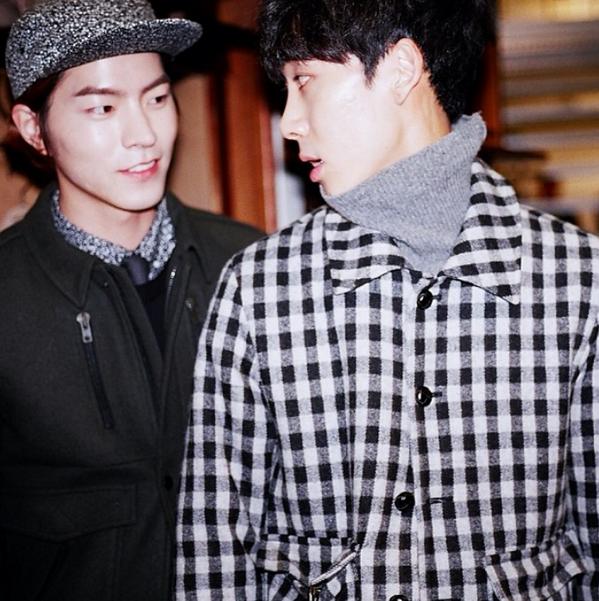 """축하:)""""@pill_su_b: BEAKER 1주년 @Jonghyun_b http://t.co/vEdeT0DjVf"""""""