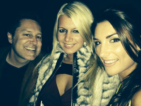 FOXXX MODELING (@FOXXXMODELING): 3 heavy drinkers @JonLovitz  Lol @meanbitchesglen @LaelaPryce @AugustAmesxxx http://t.co/1MGkEOJPfb