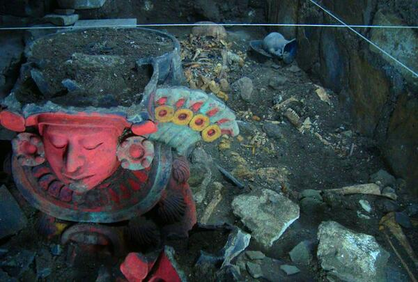 Brightly painted figure emerges from an ancient tomb at the Zapotec site of Aztompa, Oaxaca #Mexico #archaeology http://t.co/eTUs5Pmy2h