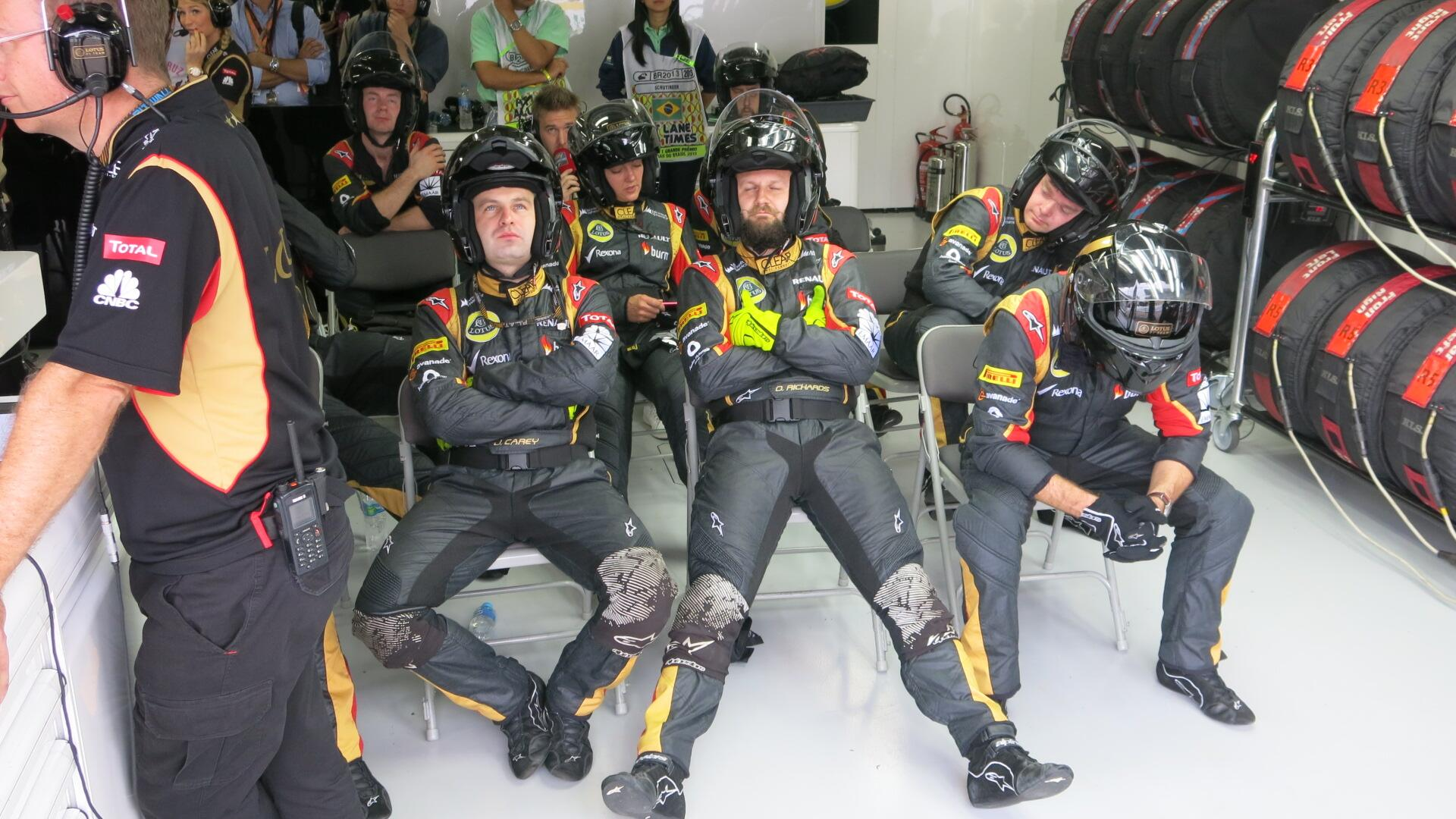 RT @Lotus_F1Team: Here was @H_Kovalainen 's crew shortly before that pit stop http://t.co/ygQZsQ38Dh