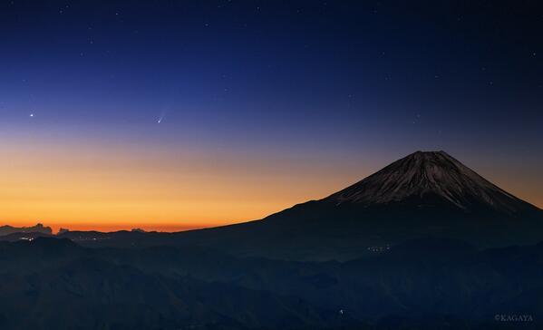 RT @Estacion_bcp: Cometa #ISON y el monte Fuji desde Yamanasi, #Japón. 22 de noviembre de 2013 #Foto Kagaya http://t.co/TuryNuB0Fw
