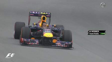 La imagen de la carrera: Webber volviendo a pitlane sin casco, en su última vuelta en la F1 http://t.co/W6ZxRmBn2W