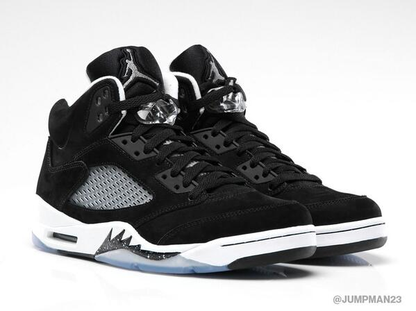 The Air Jordan 5 Retro 'Black/White' combines a black suede upper with clean, white accents. Drops on Black Friday. http://t.co/GKKmJujJUW