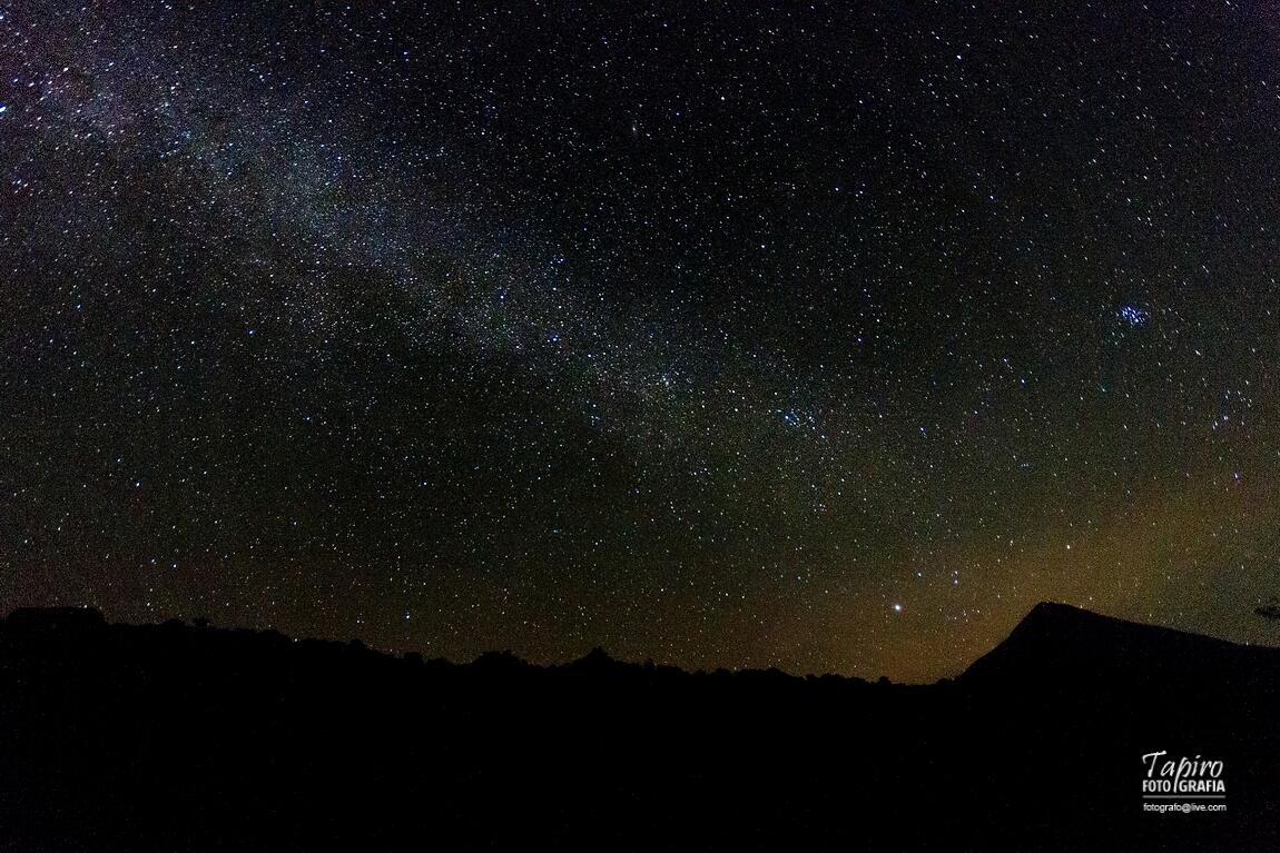 RT @tapirofoto: Foto: Vía Láctea y el Volcán de Colima, sábado 23:23 hrs./ @webcamsdemexico @SkyAlertMx @El_Universo_Hoy http://t.co/IkTNFf4L55