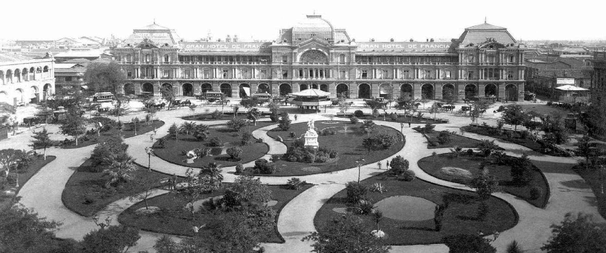 Panorámica de la Plaza de Armas hacia el sur de Santiago, en el año 1906. @Muni_Stgo @santiagoadicto http://t.co/UaYvFZrwLf