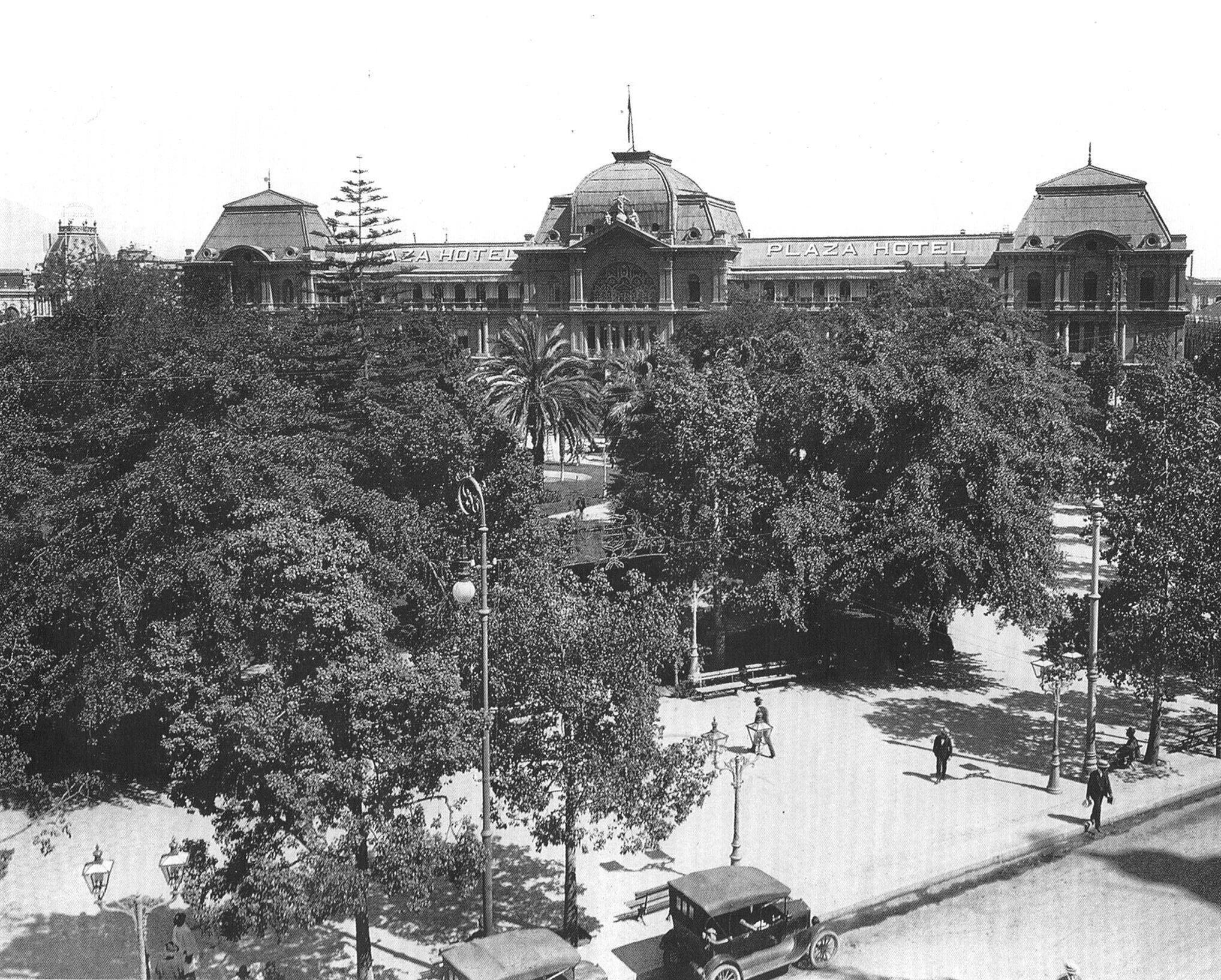 Panorámica de la Plaza de Armas de Santiago en el año 1919. @Muni_Stgo @santiagoadicto http://t.co/wNC6tmY4aE