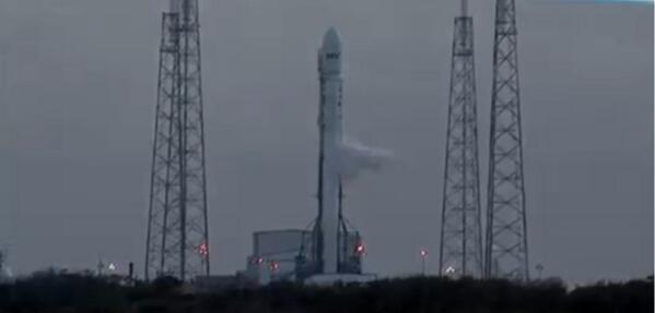 """@S101_Live: #SpaceX says everything is on track for an on-time liftoff. L-32 minutes. #SES8 http://t.co/wMBCuJH9sT""rt"