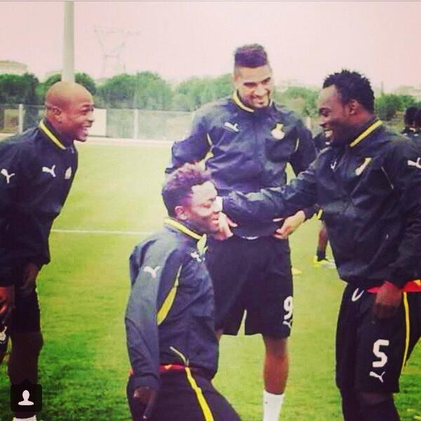 RT @MichaelEssien: Done with morning training session...!!!✌️ http://t.co/j6X2UzzX7m