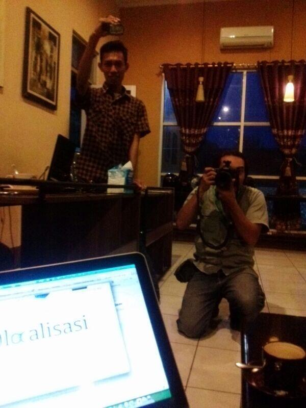 Halo, Bang @shacio dari @Aplaus! :) #interview #ekonomikreatif http://t.co/vbOA9CvOVG