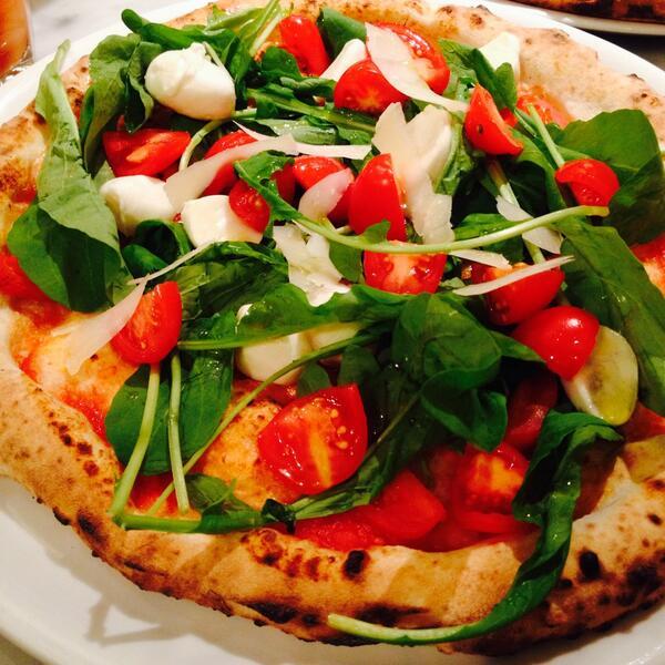 pizzeriaGG吉祥寺店は11/18で3周年! 明日から3日間、3周年記念ピッツァ「オリヴェッラ(¥1000)」を数量限定で提供いたします。 皆様のご来店お待ちしております。 ディナーのご予約は電話にて⇒0422 26 5024 http://t.co/b0uUIDYGRl