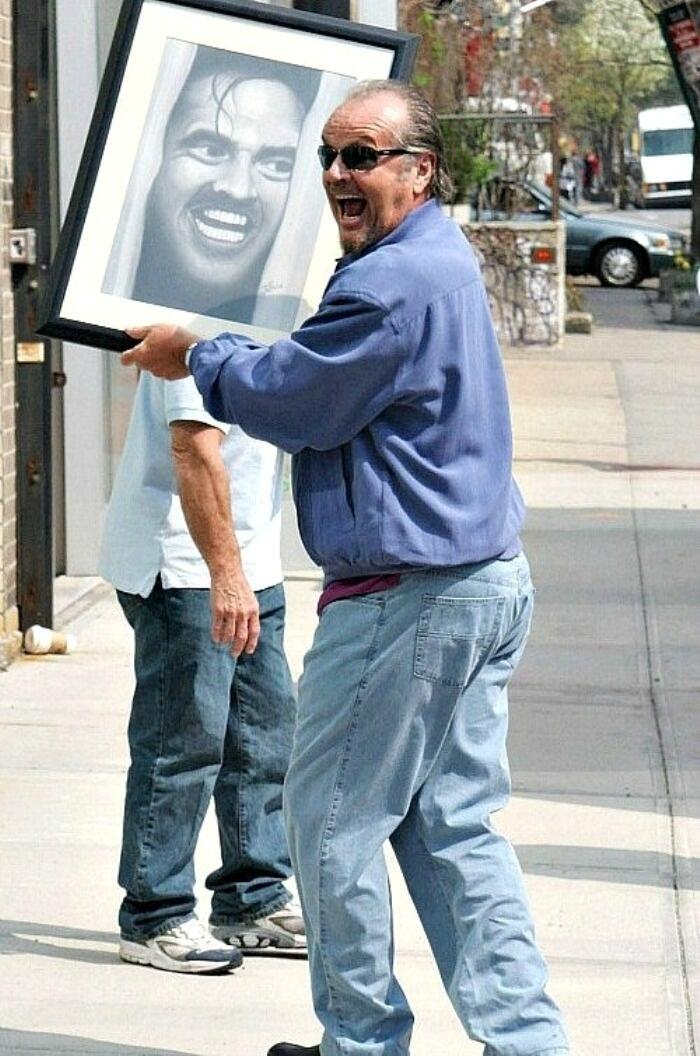 Jack Nicholson carrying a picture of himself. http://t.co/1q4EfHtWhd