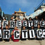 RT @gp_sunrise: Volunteers in Dharamshala, India show their solidarity with the #Arctic30. Thank you!