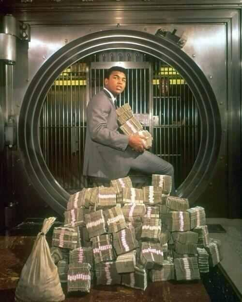 Muhammad Ali with his winnings, 1974. http://t.co/S9FOkFueT6