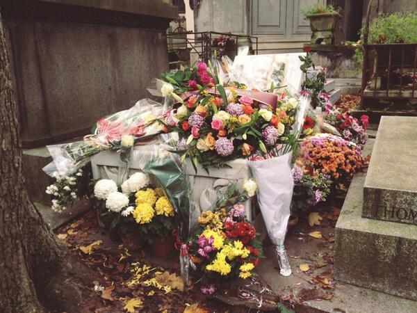 Ahmet Kaya (@AhmetKayaGam): Çiçeklerle örttük üzerini. Şimdi üşümüyorsun değil mi? --> http://t.co/VpZYvy8pRN