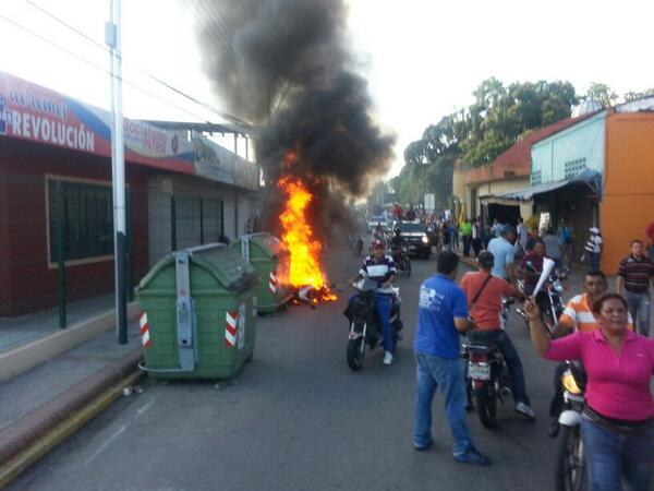 "RT @proeticos: RT @AZUAJE_WILMER: #AníbalChávez Cobardemente mando a disparar a gran marcha en Sabaneta q lideraba @MariacorinaYa. http://t.co/gQeIfbXtpL"""