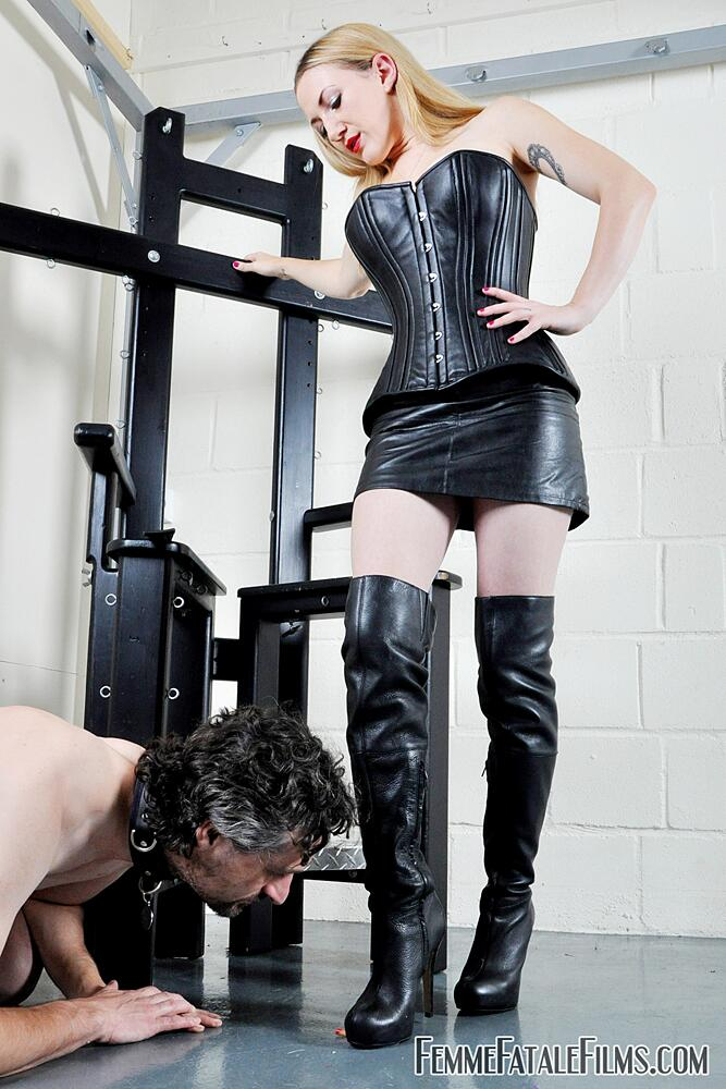 You know what to do now slave... @1Ms_Nikki in command #FemDom #Smoking #LeatherDominatrix #Boots #LeatherFetish http://t.co/jitU3GJ9PW
