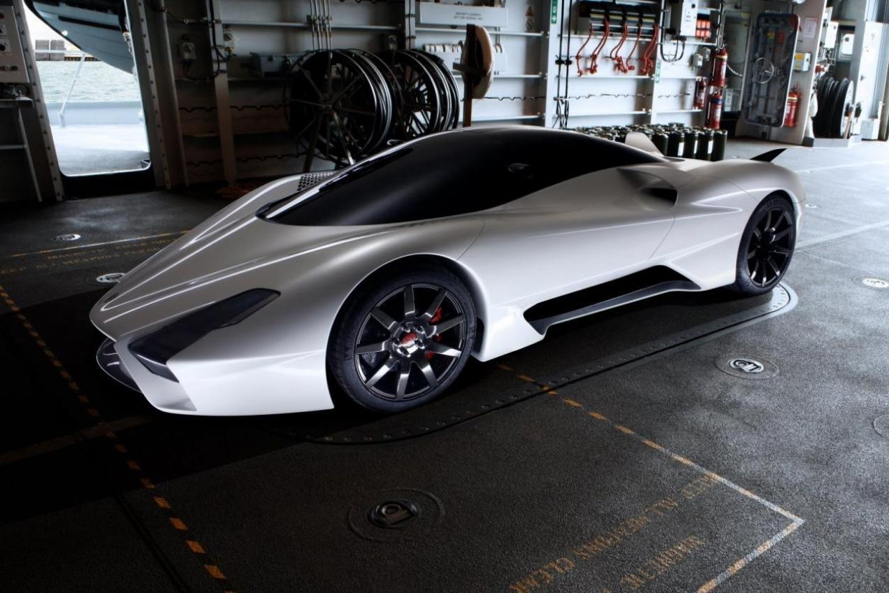 A renegade aims to unleash the world's fastest production car, the SSC Tuatara. #INTHEISSUE Photo: digitaltrends http://t.co/EC2WT0Nbig