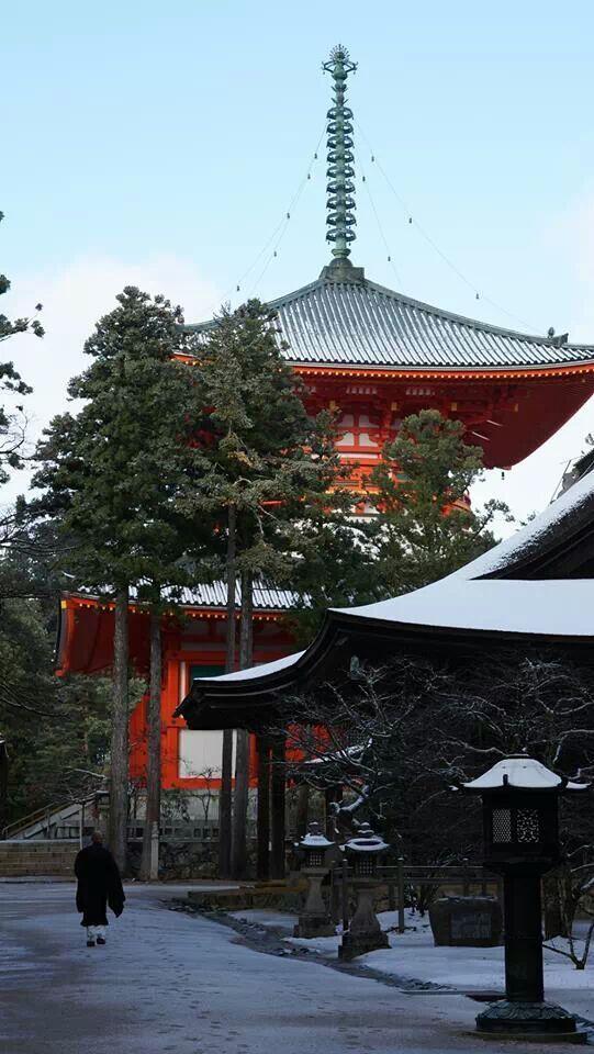 初雪です。高野山 http://t.co/NmsjY4m9ur