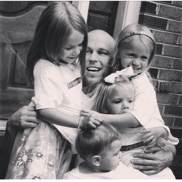 Shawn Kuykendall (@Shawnsington): My nieces and nephew make me happy. #kuykenstrong #LilNuggets http://t.co/LuIu0BPqKP
