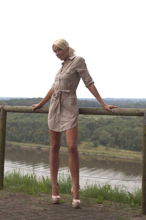 #sexy #legs #blond #heels #outdoor #model #playboy #bunny #hamburg #adult #sweet #hot #wow #mileyweasel
