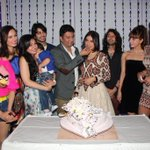 #Yaariyan team throws surprise birthday party for their director Divya Khosla Kumar... http://t.co/3YiJKgRqKs