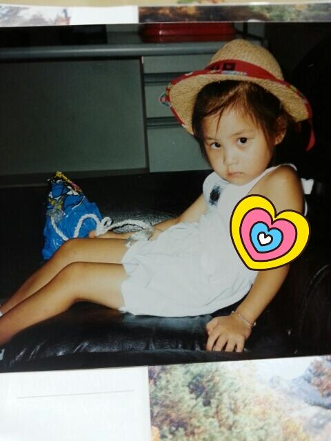 tada~!!!!! who could this little kid be?? this is my childhood pictures! puhaha:D 뾰로통한 서주현 어린이랍니다!ㅎㅎ http://t.co/4m0yesjfK8