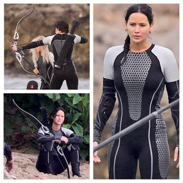 #JenniferLawrence behind the scene pics on #hungergames set wielding her #Hoyt! Get yours at local Hoyt Pro Shop! http://t.co/bYK2lDgzb0