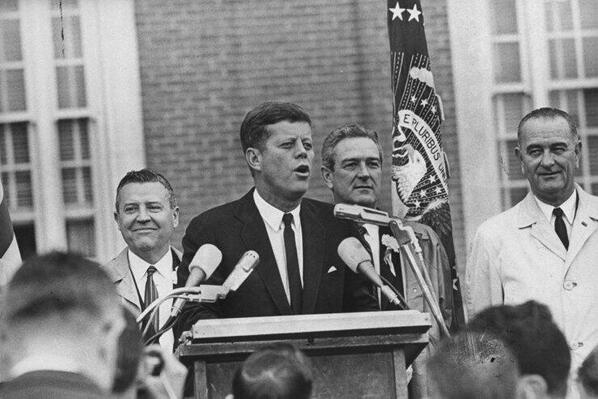 """""""Those who dare to fail miserably can achieve greatly."""" - John F. Kennedy. #JFK http://t.co/1apdnMJtqN"""