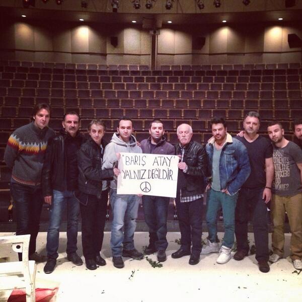 bülent şakrak (@bulentsakrak): Kardeşimiz bizimm...#barisatayyalnizdegildir http://t.co/9fzIGDK03q