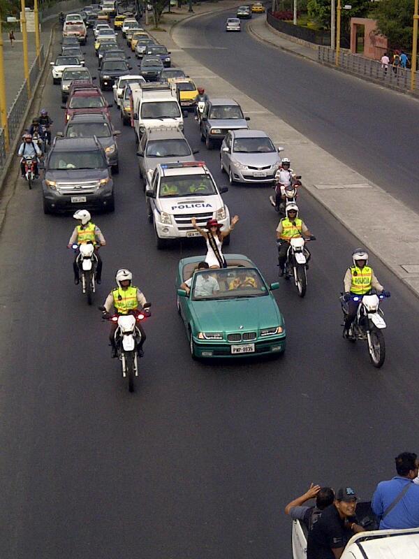 Expresiones (@expresionesec): ¡Ecuador si se puede! #ConstanzaBáez en su recorrido por Guayaquil. Se acerca al Malecón Simón Bolívar http://t.co/Ep7Cm1krZd