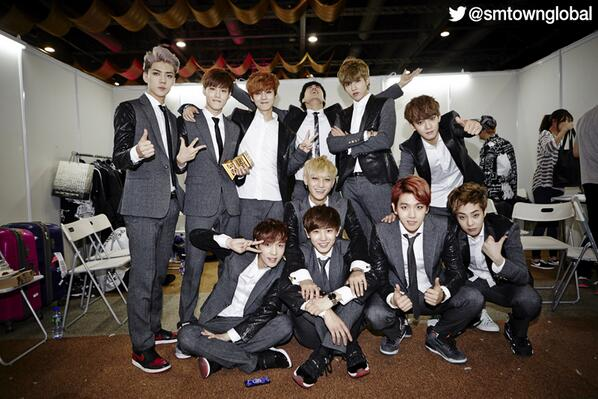 #EXO at 2013 MAMA! Congratulations to EXO for winning the 'Album of The Year' award! http://t.co/pqPen04l5d