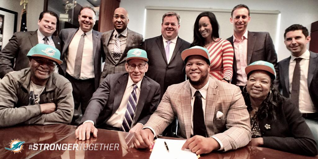 Suh-weet!    We have offically signed DT @NdamukongSuh!   #StrongerTogether http://t.co/wr4IvIJHR0