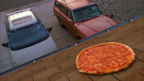Vince Gilligan says to quit throwing pizzas on the roof of the Breaking Bad house http://t.co/7gWCpTriLI http://t.co/zLkES6NyGg