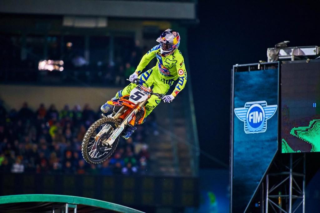 Can @RyanDungey complete the three-peat in Indianapolis? http://t.co/j8E3YOdEGb  #SuperCross #KTM http://t.co/zdZdLRhhE7