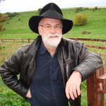 RT @PenguinUKBooks: The world has lost one of its brightest, sharpest minds. Rest in peace, Sir Terry Pratchett. http://t.co/pSTWHKAvJz