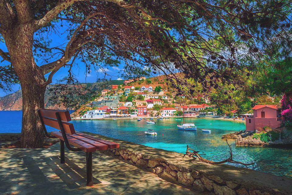 RT @ATHNICO: Kefalonia island. Assos Village. Greece!!! http://t.co/5ehOOBeEXh