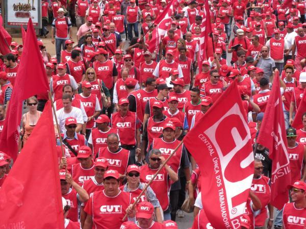 #Dia13Diadeluta:ato em defesa dos direitos da classe trabalhadora, da Petrobrás, da democracia e da reforma política http://t.co/Rtra8gJj5y