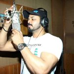 RT @BollywoodH: #Cricketer #Sreesanth at the #song recording of film #WohKaunThi. For More Pics: http://t.co/BWtLcCgpou http://t.co/KlyrSlu…
