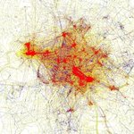 La mappa di #Roma disegnata dai turisti attraverso meta-data delle foto pubblicate su Flickr: fantastica http://t.co/EvKXdnFdpI