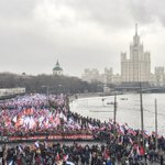 AMAZING PHOTO: Tens of thousands attend Boris Nemtsov mourning rally in #Moscow - @EvgenyFeldman http://t.co/fpgRpltDhR